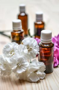 essential-oils-1433693_640